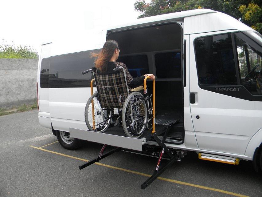车载轮椅升降平平台